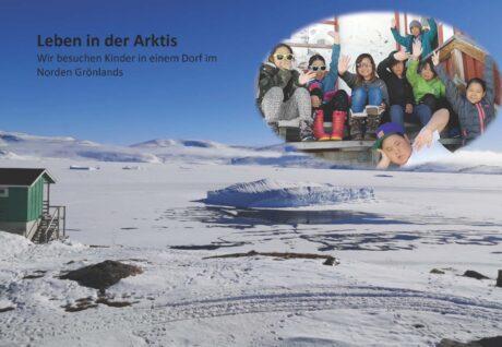 """Eine Schneelandschaft, darüber ein Bild mit winlenden Kindern, dazu der Text: """"Leben in der Arktis. Wir besuchen Kinder in einem Dorf im Norden Grönlands"""""""