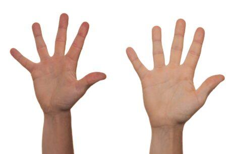 Zwei gespreizte Hände
