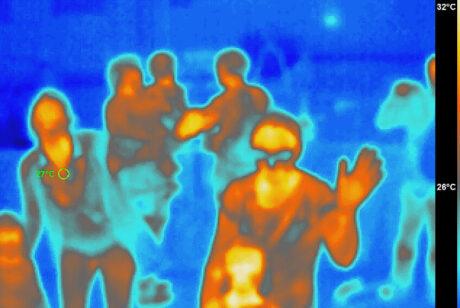 ein Wärmebild von Menschen