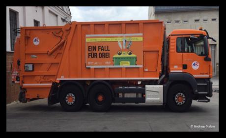 ein oranges Müllauto