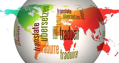 """eine Weltkarte mit dem Wort """"übersetzen"""" in verschiedenen Sprachen"""