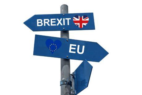 """Wegweiser """"Brexit"""" und """"EU"""" zeigen in verschiedene Richtungen"""